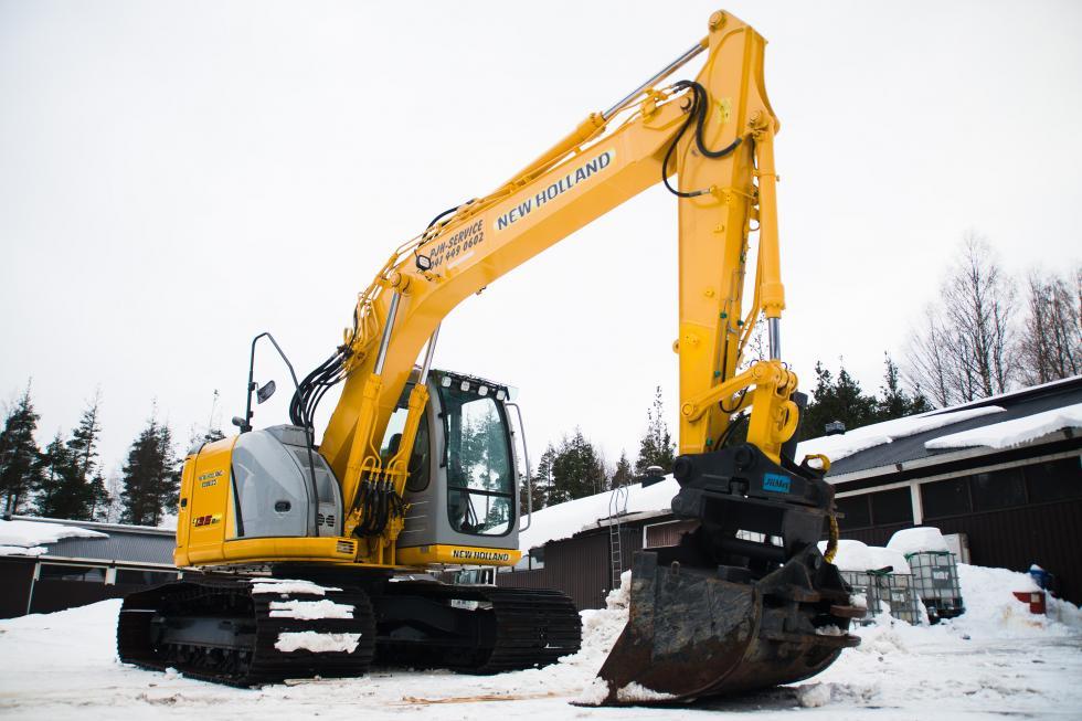 Leveätelaisella 14-tonnisella New Hollandilla työt onnistuvat myös pehmeissä maastoissa ja soilla.